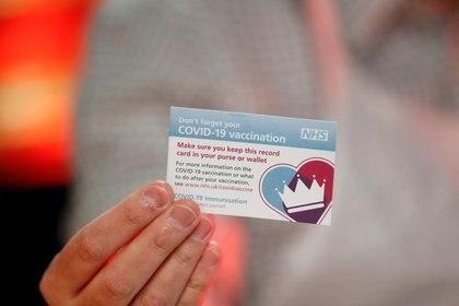 En algunos países, como Hungría, un tarjeta de inmunidad permite a los portadores ingresar a comedores interiores, hoteles, teatros, cines, spas, gimnasios, bibliotecas, museos y otros lugares recreativos.