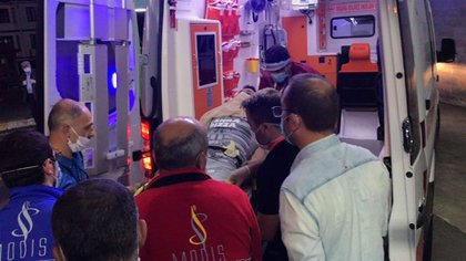Así fue trasladado en ambulancia, directamente desde el estadio