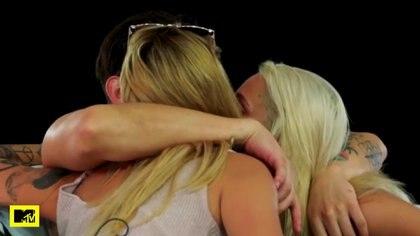 Beso de tres para la reconciliación (Foto: Twitter/@AcapulcoShore)