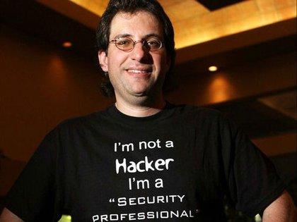 Kevin Mitnick fue uno de los hackers más buscados por el FBI. Hoy se dedica a la seguridad informática