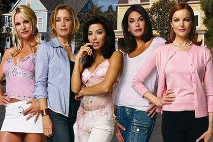 De izquierda a derecha, Nicollette Sheridan, Felicity Huffman, Eva Longoria, Theri Hatcher y Marcia Cross (Foto: Amas de Casa Desesperadas)