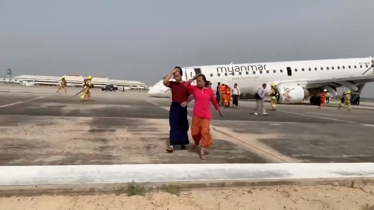 Pasajeros evacuan la nave sin mayores dificultades, luego del gran susto (Reuters)