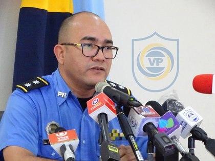 El Comisionado Victoriano Ruiz, segundo jefe de la Dirección de Auxilio Judicial, es el encargado de anunciar las incautaciones que se suceden casi a un ritmo de una a la semana. (Foto Policía Nacional)