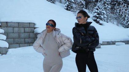 La escapada de las hermanas Jenner a la nieve (@kyliejenner)