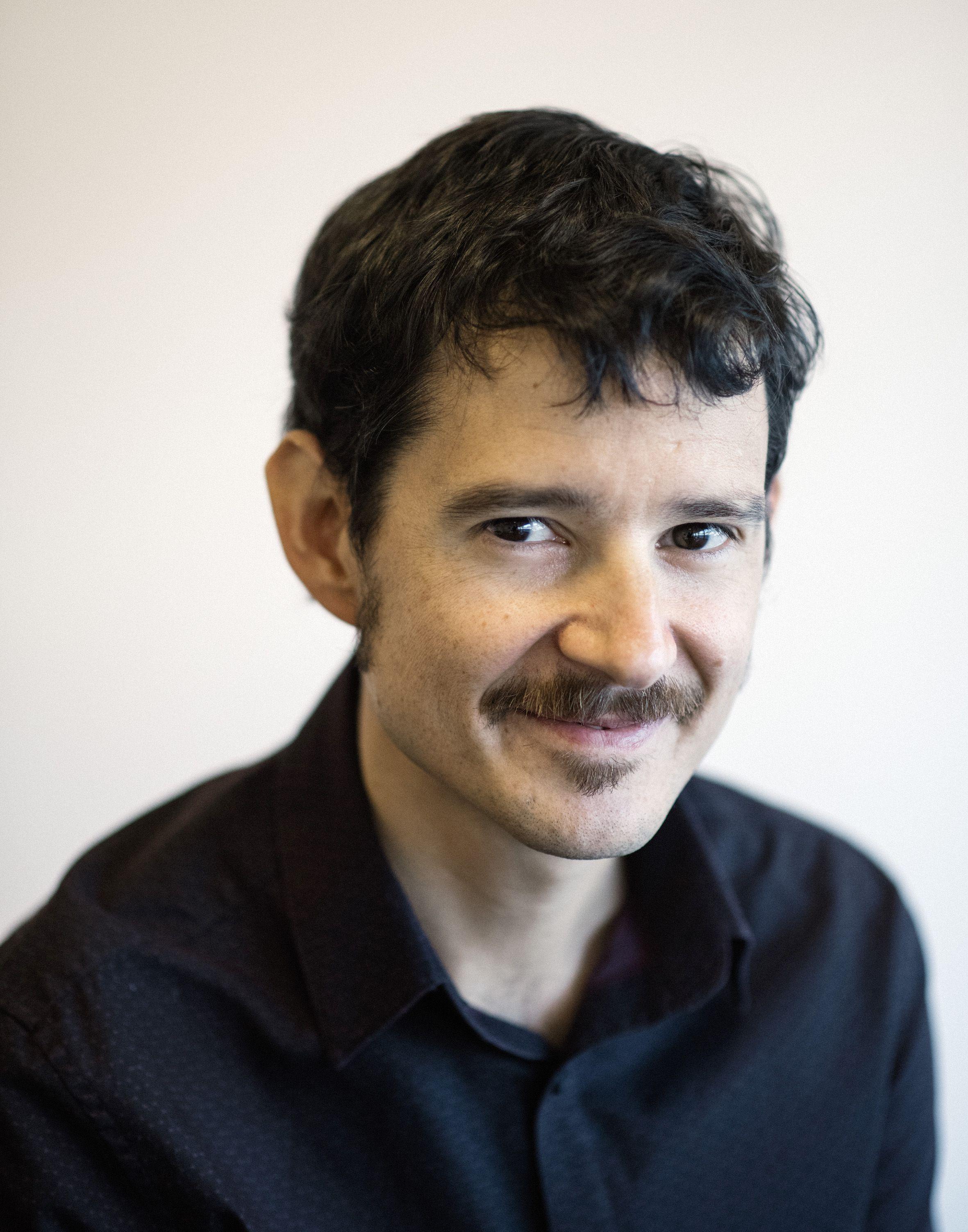 Cristóbal Cobo focaliza su trabajo en la intersección entre el futuro del aprendizaje, la cultura de la innovación y las tecnologías centras en las personas.