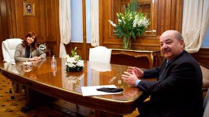 Cristina Kirchner tuvo varias reuniones en su despacho, sólo se tomó foto con el rector de la Universidad Nacional de La Plata, Fernando Tauber