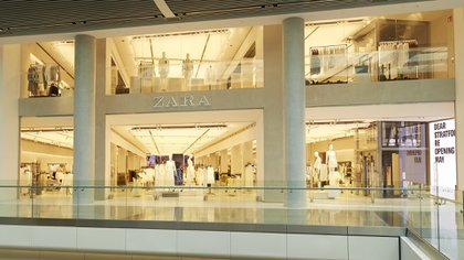 La empresa propietaria de la marca Zara destacó que la Argentina es su único mercado hiperinflacionario