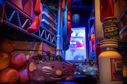 Fotografía cedida por Disney donde se muestra la sección de juegos de la nueva atracción familiar 'Aventuras del chef Remy Ratatouille' ubicada en el pabellón de Francia del parque de atracciones EPCOT en Walt Disney World Resort en Lake Buena Vista, Florida. EFE/ Matt Stroshane