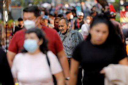 Por regiones, América sigue siendo la más devastada, con unos 17,6 millones de infectados, seguida del sur de Asia (7,7 millones) y Europa (6,6 millones) (REUTERS)
