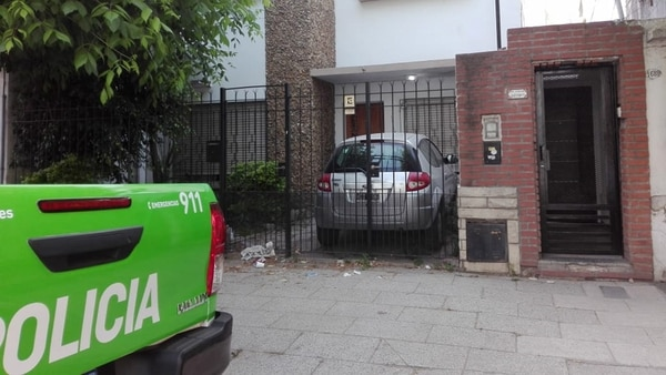 La casa de rejas negras donde vivía la beba estuvo esta mañana custodiada por la Policía.