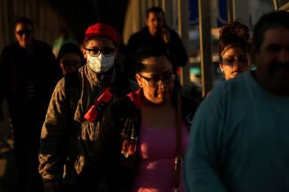 Mexicano en el Paso Texas, sin protección ante la llegada del coronavirus (Foto: REUTERS/Jose Luis Gonzalez)