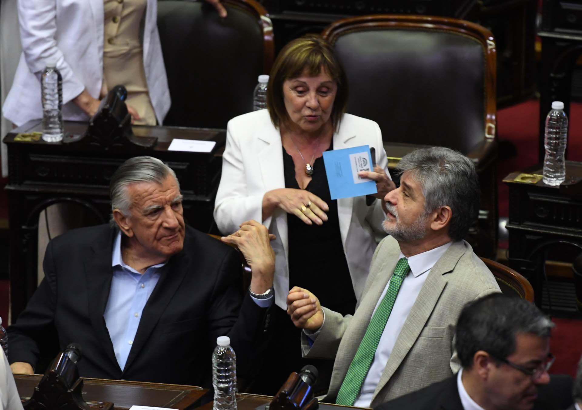 Daniel Filmus y José Luis Gioja dialogan con diputados del bloque del Frente de Todos