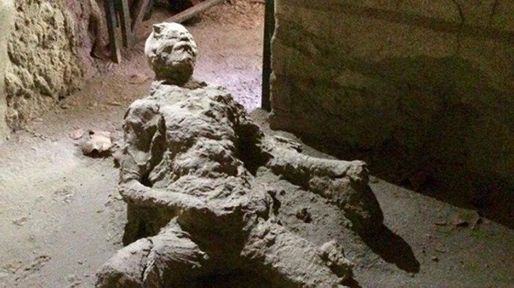 Los cuerpos de los habitantes de Pompeya quedaron fosilizados en el instante que la lluvia volcánica cayó sobre ellos