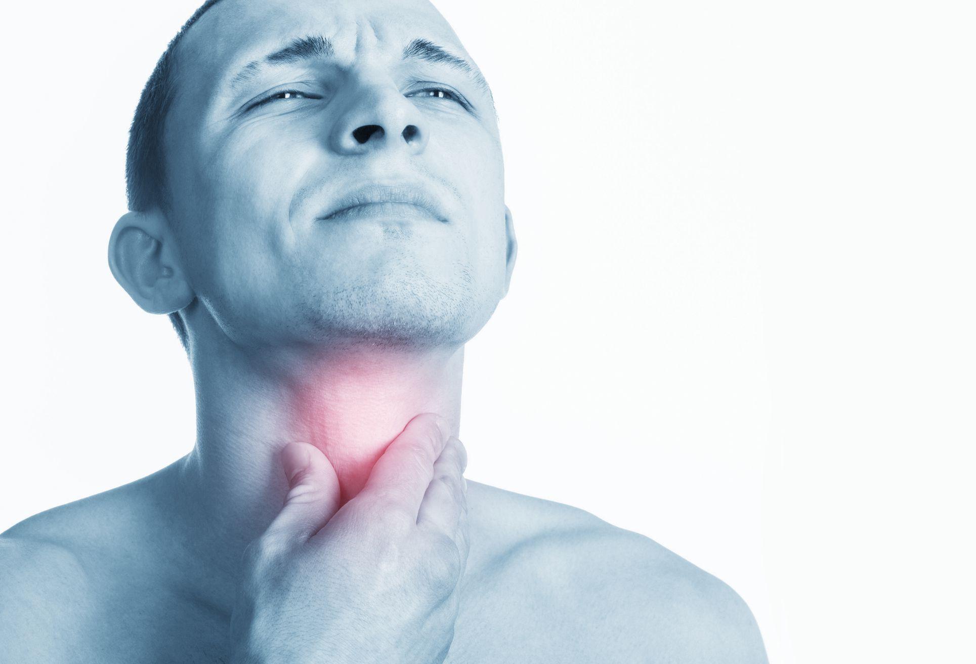 A menudo las personas se despiertan con dolor de garganta (iStock)
