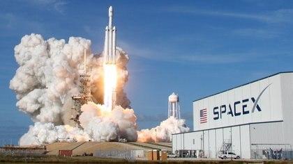Así se vio el lanzamiento del Falcon Heavy desde Cabo Cañaveral (REUTERS/Thom Baur)