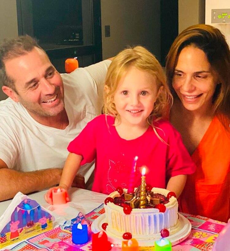 Melisa junto a su pareja y su hija (Foto: Instagram)