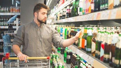El 70% de los argentinos bebe en su casa y un 30% en bares o boliches (Shutterstock)