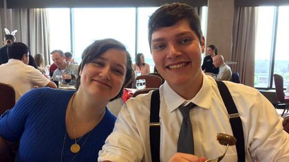 Connor Betts, el tirador de Ohio, con su hermana Megan, una de las nueve víctimas