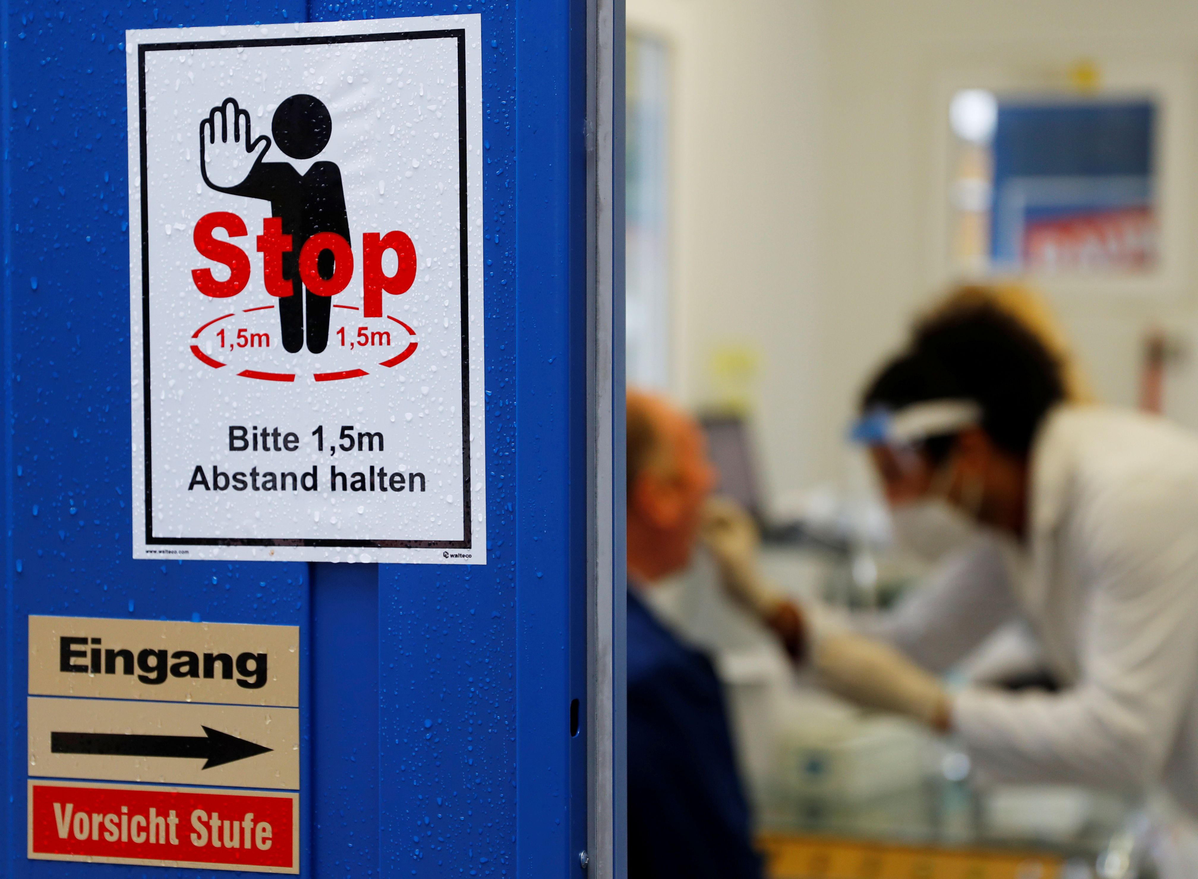 El coronavirus infectó a más de 45 millones de personas desde su inicio -  REUTERS/Leonhard Foeger