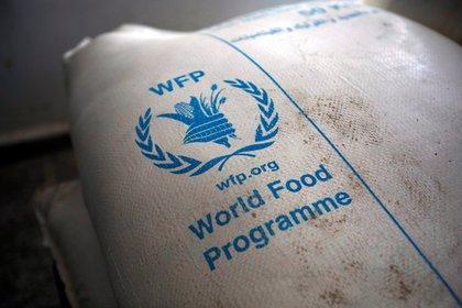 Una ración del Programa Mundial de Alimentos de la ONU, preparada para ser distribuida en Yemen. EFE/EPA/YAHYA ARHAB/Archivo