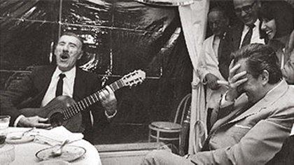 Rivero canta para el ex presidente Raúl Alfonsín (Wikipedia)