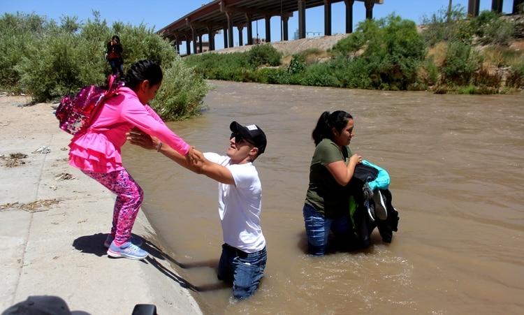 El Grupo Beta del Instituto Nacional de Migración (INM) inició un operativo en el Río Bravo para tratar de evitar que migrantes pierdan sus vidas al intentar cruzarlo(Foto: NACHO RUIZ /CUARTOSCURO.COM)