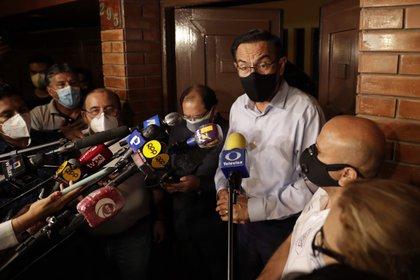 El Congreso de Perú inhabilita por 10 años al expresidente Vizcarra por vacunarse