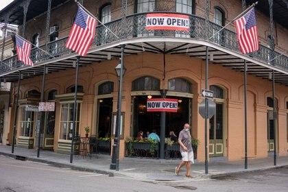 Un restaurante reabierto al 25% de su capacidad, en Nueva Orleans (Reuters)