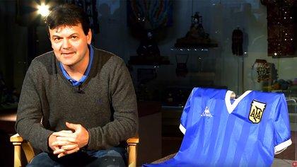 Steve Hodge con la remera de Maradona