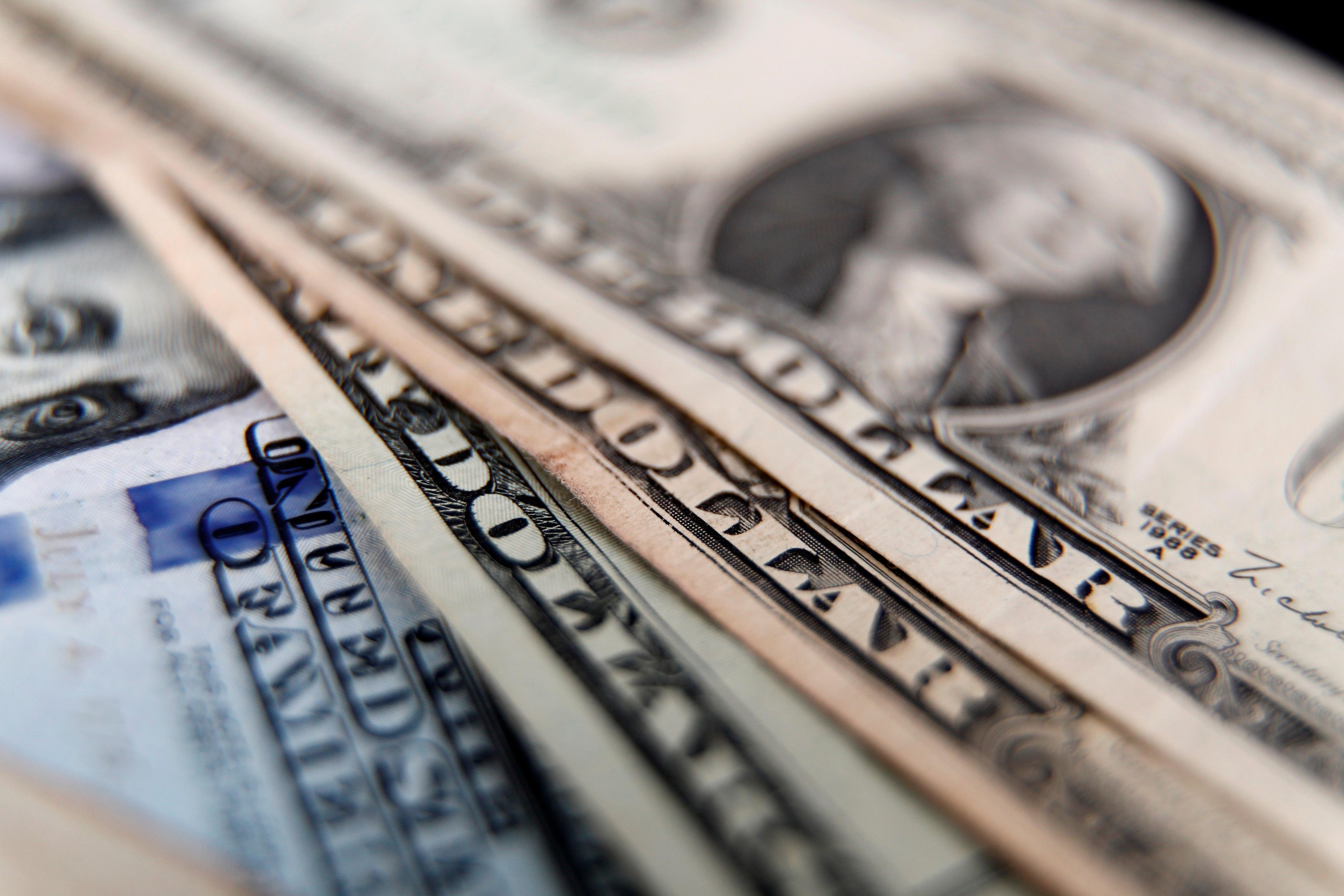 El BCRA regula los precios del dólar. (EFE)