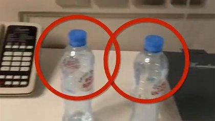 """En estas dos botellas en la habitación de Navalny en Tomsk se hallaron restos de """"Novichok"""" (@navalny)"""