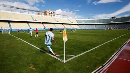 En Bolivia se jugó el fin de semana sin público (Reuters)