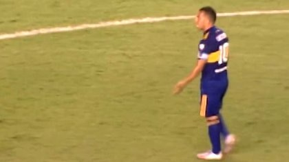 Tevez a harangué les joueurs après le premier but de Santos