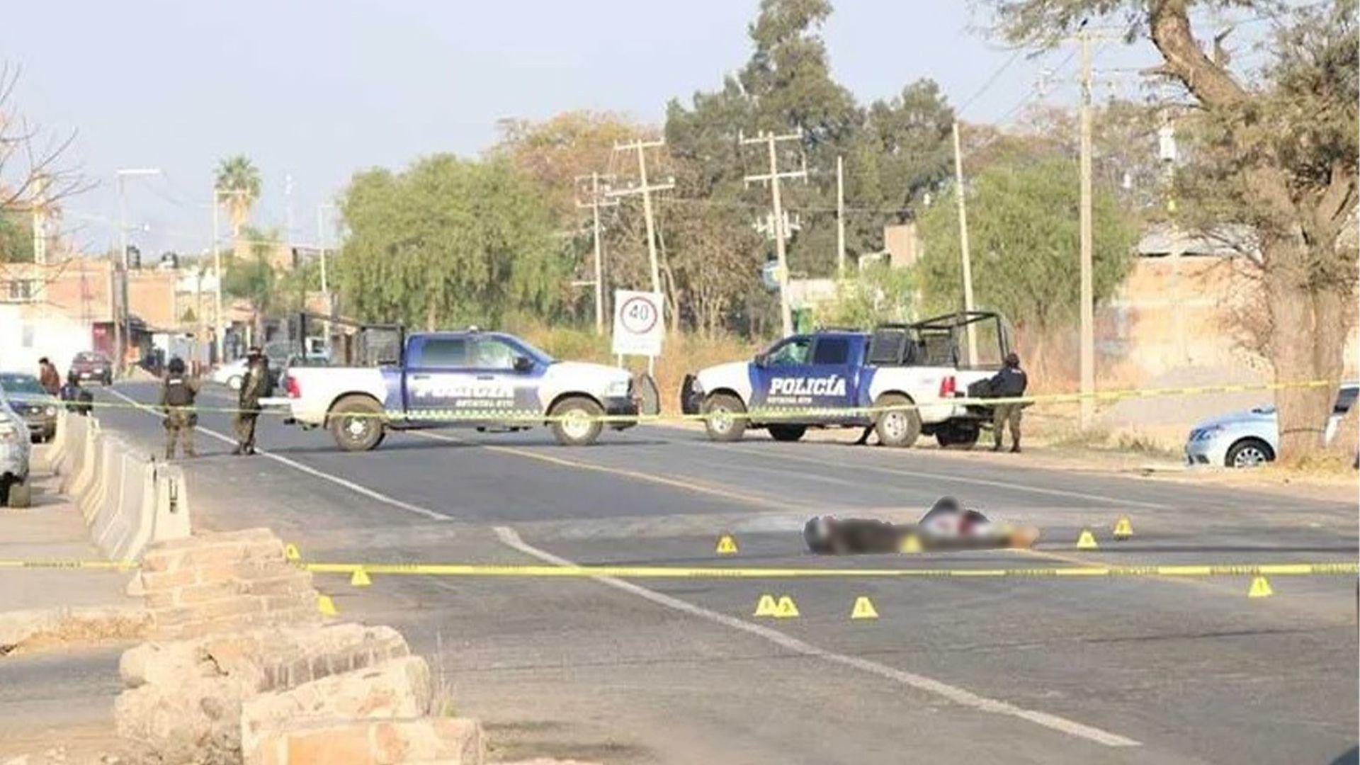 5 muertos del cartel Santa Rosa de Lima en Guanajuato (Foto: Twitter@Diariodenarco)