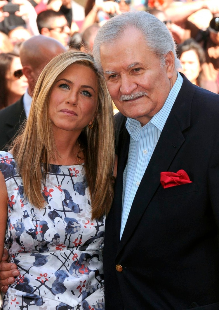 "Jennifer con su padre John, conocido por su participación en la serie ""Days of Our Lives """