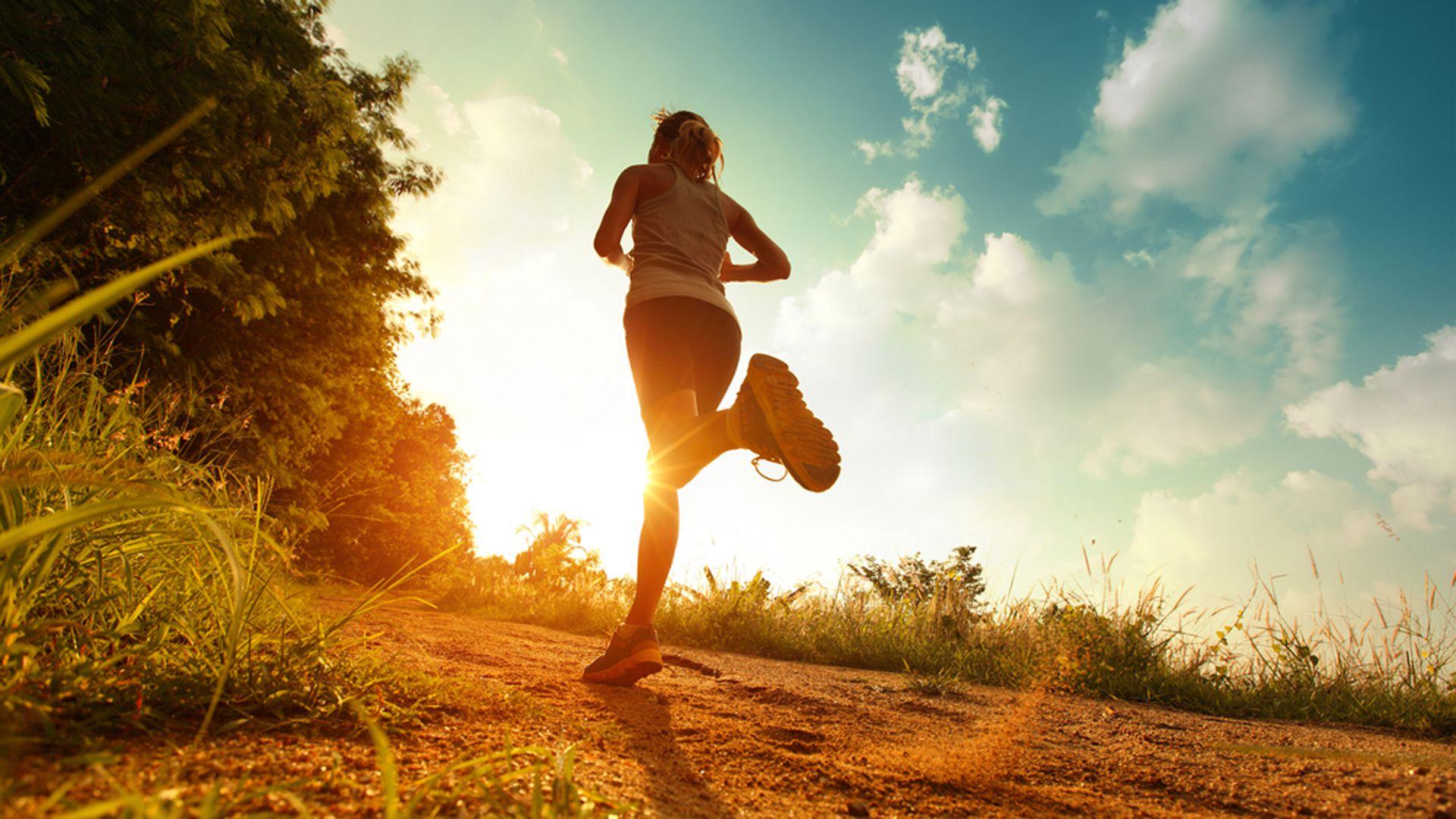 No hay nada más efectivo para combatir el estrés que correr carreras de aventura. Hacen bien al espíritu, a la cabeza, al cuerpo (Shutterstock)