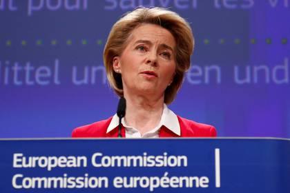La Presidenta de la Comisión Europea, Ursula von der Leyen, en una conferencia de prensa en Bruselas, el 2 de abril de 2020. (REUTERS/Francois Lenoir/Pool)