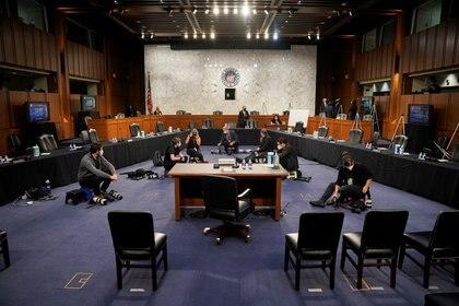 Los preparativos en una sala de audiencias casi vacía (Reuters)