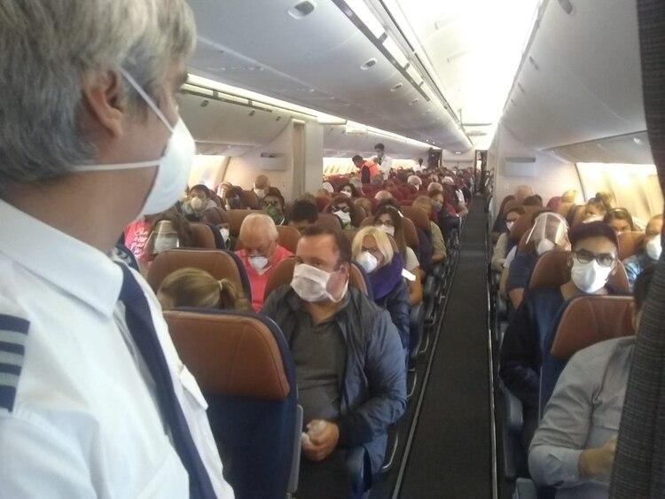Miles de argentinos ya pudieron volver al país gracias a los vuelos especiales.