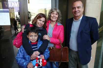 La familia Navarro, en la puerta de Tribunales de Viedma