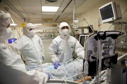 Israel registra alrededor de seis mil casos diarios de coronavirus;  algunos hospitales ya colapsaron debido a la cantidad de pacientes con Covid-19 (REUTERS / Ronen Zvulun)