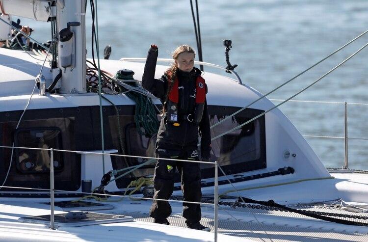 Climate change activist Greta Thunberg waves as she arrives aboard the yacht La Vagabonde at Santo Amaro port in Lisbon, Portugal December 3, 2019. REUTERS/Pedro Nunes