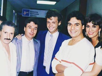 Lucía Méndez junto a Luis Miguel, Luis Rey y Juan Gabriel.