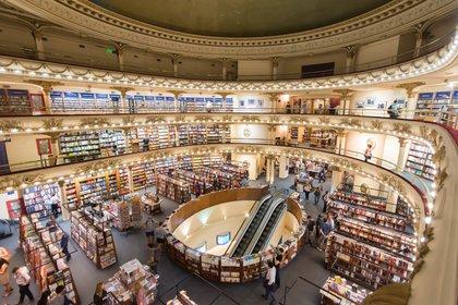 La elegante librería El Ateneo de Buenos Aires funciona en un cine teatro reciclado (Shutterstock)