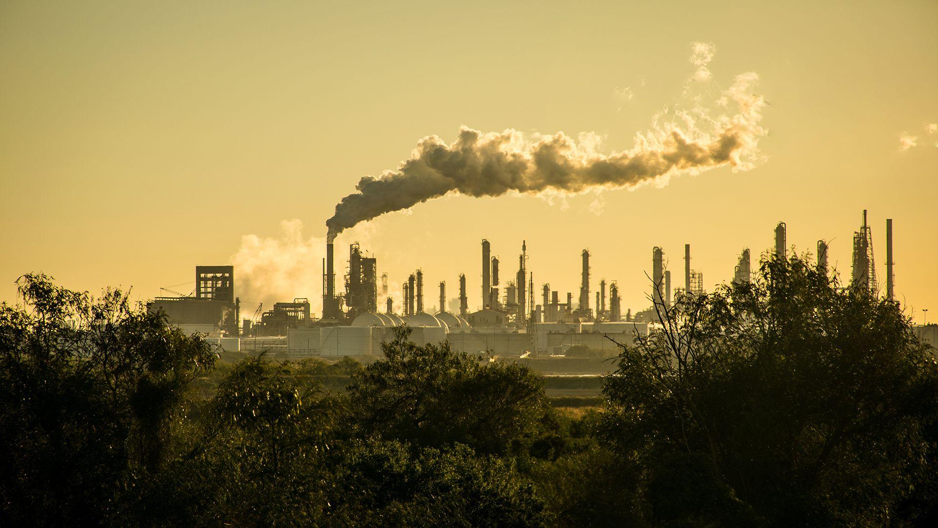 La concentración de CO2 en la atmósfera alcanzó un nivel récord de 407,8 partes por millón (ppm) en 2018 (Shutterstock)