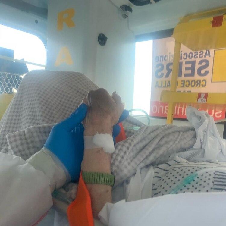 Una de las imágenes que publicó el rugbier desde la ambulancia (@maxime.mbanda)
