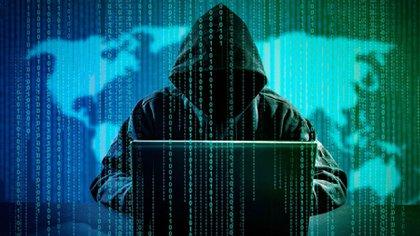 La suplantación de identidad mediante la voz se llama voice phishing.