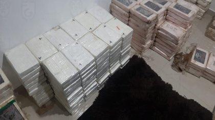 Durante dos días y en seguimiento a la misma investigación, autoridades federales decomisaron 1,630 kilogramos de cocaína valuada en 614 millones 384 mil pesos (Foto: Fiscalía CDMX)
