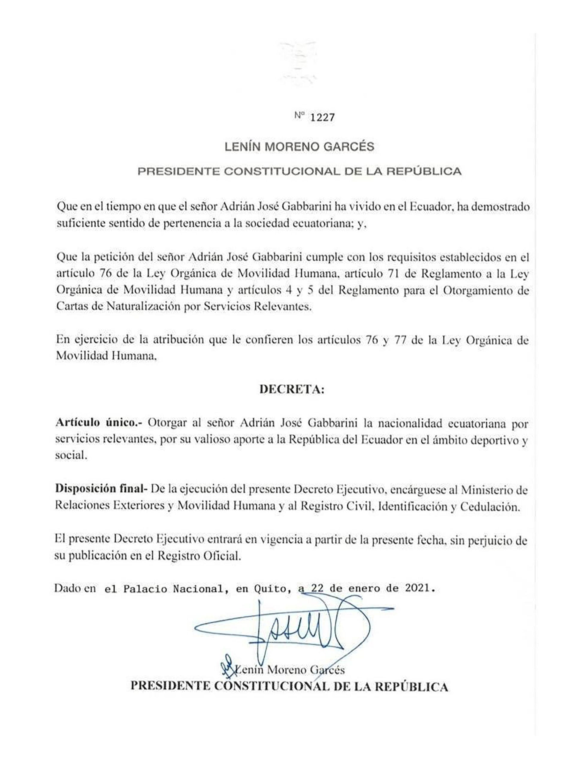 Adrián Gabbarini nacionalizado en Ecuador