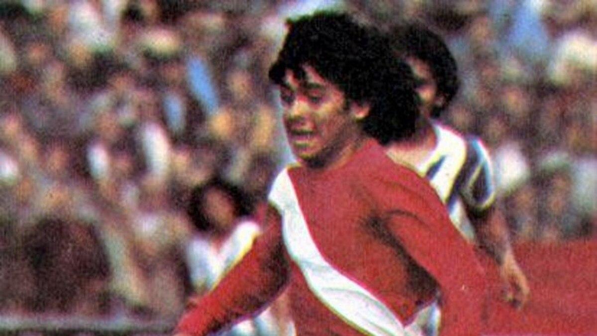Hace 40 años nacía la leyenda  Maradona debutaba en Primera - Infobae 68ccd0c63f8ac